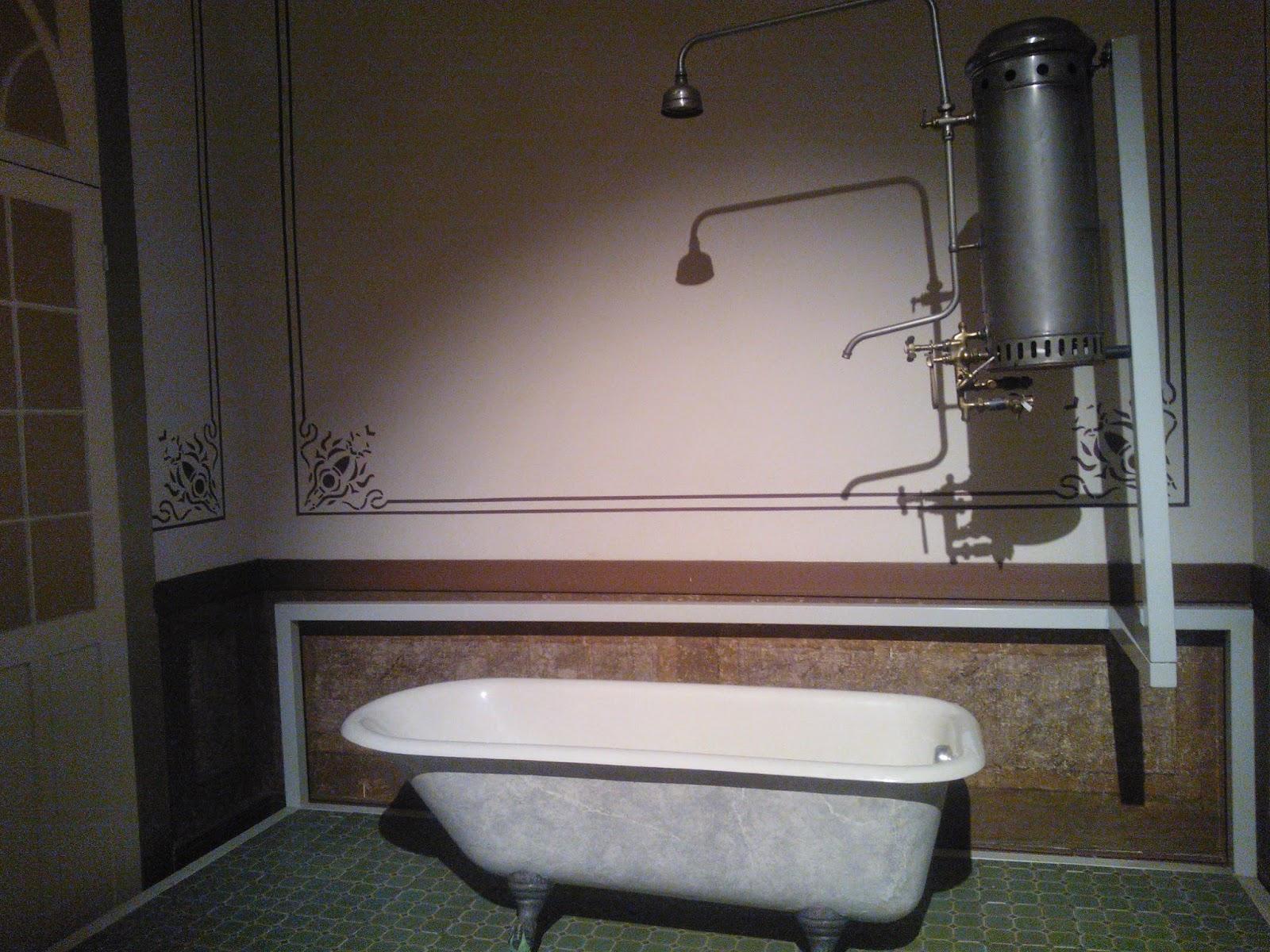 banheira com chuveiro a gás antido do Museu da Energia, Itu-SP
