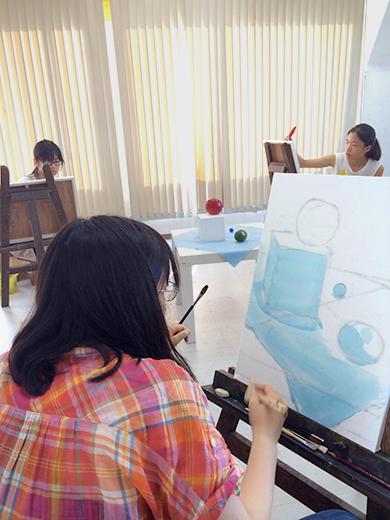 横浜美術学院の中学生教室 美術クラブ アクリルで描く「静物着彩」6