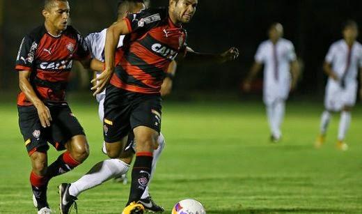 Vitória faz dois no Serrano e vence a primeira em 2015