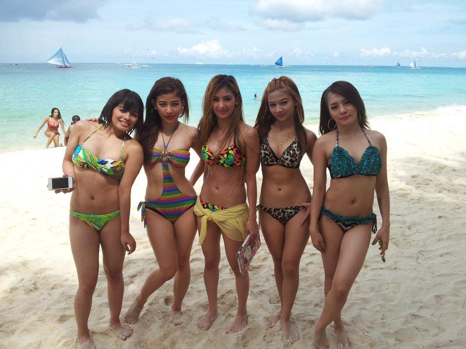 Naked beach girls