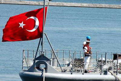 турецкий флаг на корабле в Одессе