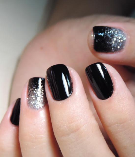Elegant Nails Using Glitter.