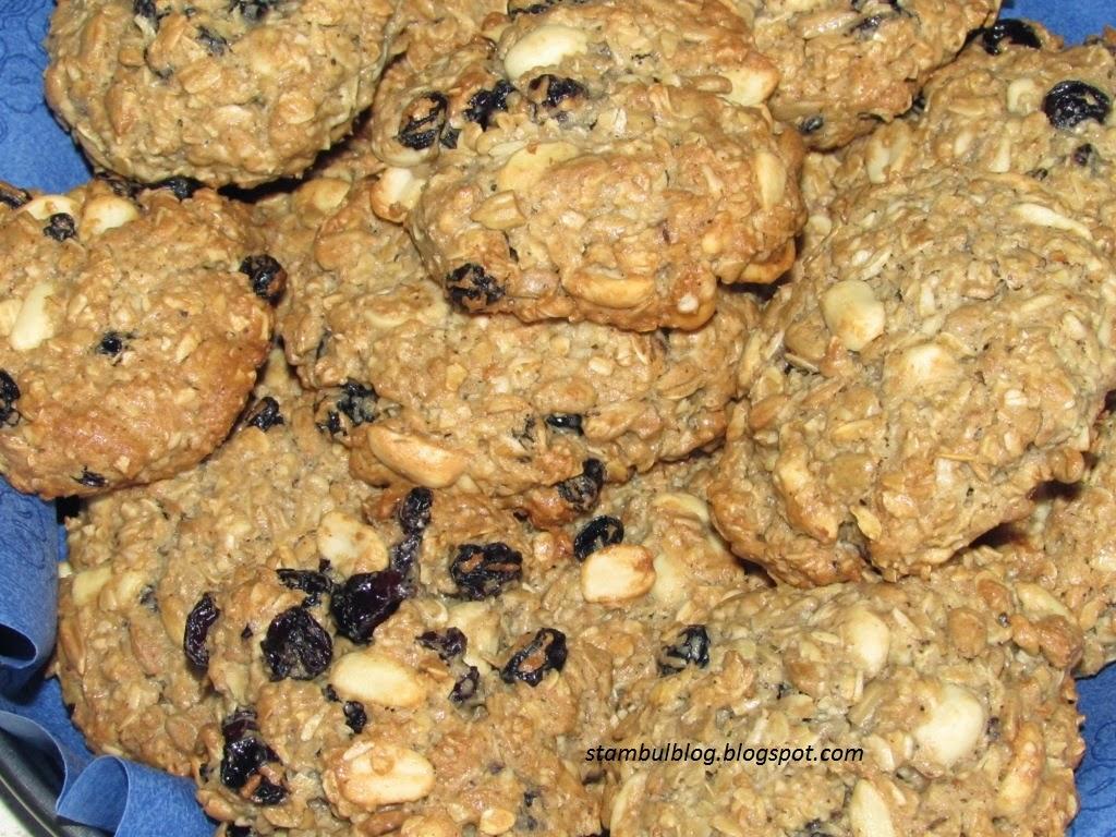 печенье с орехами, семечками и изюмом
