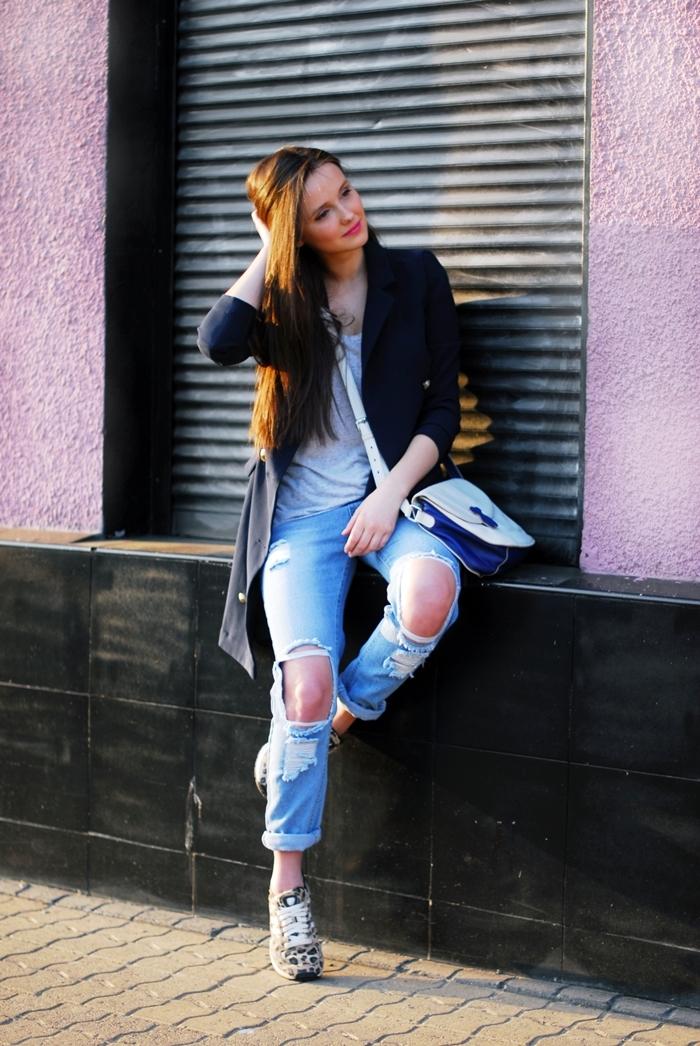 8f59aef63a895 płaszcz FrontRowShop   spodnie Romwe   buty adidas Originals   top H M    torebka Tous