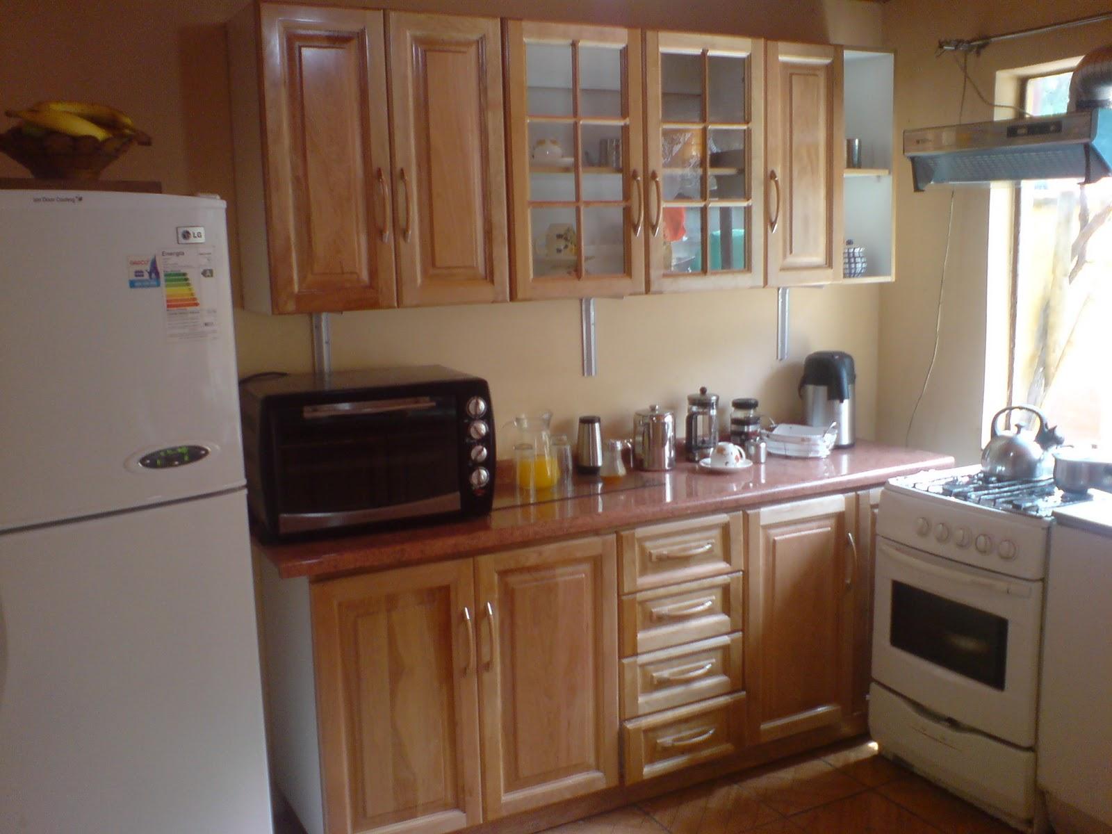 Muebles aereos de cocina en madera 20170722215303 for Modelos de puertas de madera para cocina integral