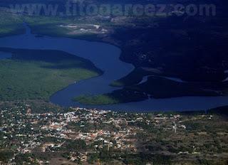 Vista aérea do povoado São José, à margem do rio Vaza-Barris, em Aracaju - Sergipe