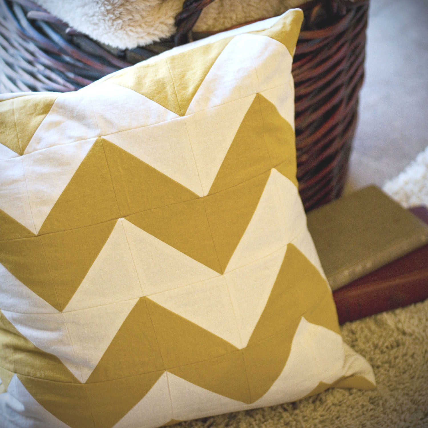 createinspiremotivate: DIY- Chevron Striped Pillow