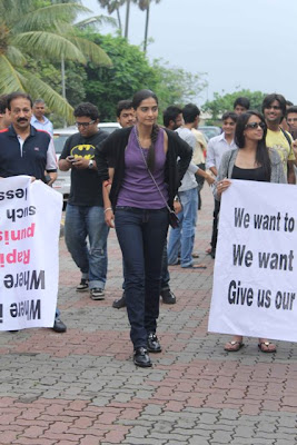 Sonam Kapoor Bollywood stars protest against rape case in Mumbai