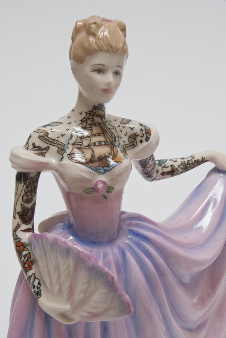 Bonecas de Porcelana com tatuagens por Jessica Harrison