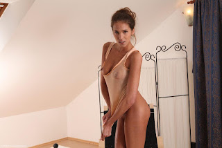 裸体宝贝 - rs-Brunette-Babe-Silvie-Deluxe-11-754605.jpg