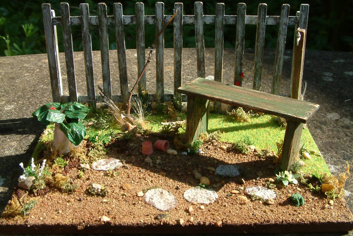 Coombe Crafts Miniature Blog: OCTOBER in the Little Old Garden....