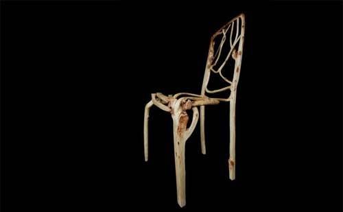 椅子、テーブル、彫刻に自然の木を育てて作る家具は驚嘆する。