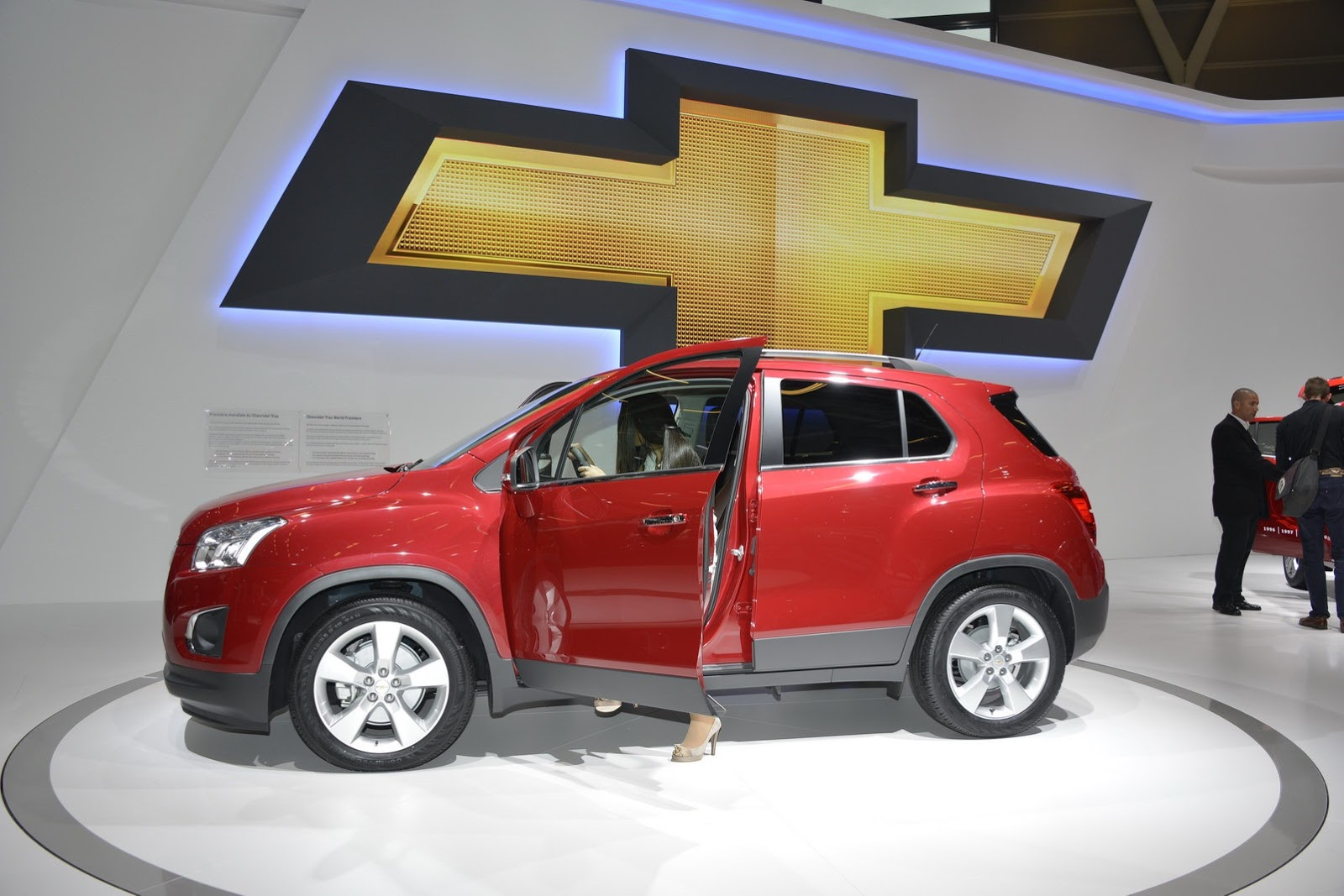 new chevrolet trax to go on sale in the uk with a lower starting price than the mokka auto car. Black Bedroom Furniture Sets. Home Design Ideas