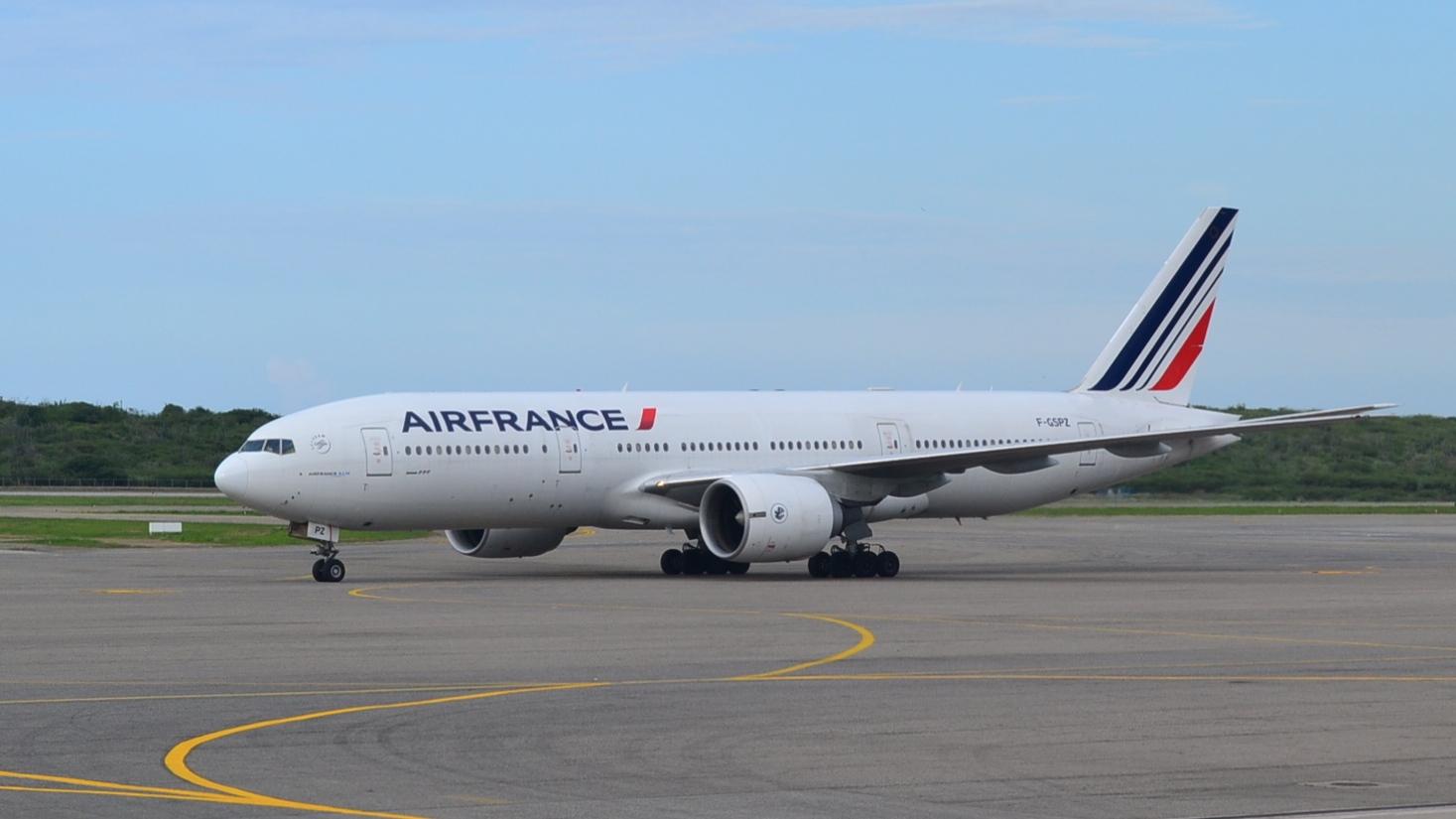 De mercadeo y negocios air france vuela un boeing 777 en for Interieur 777 air france