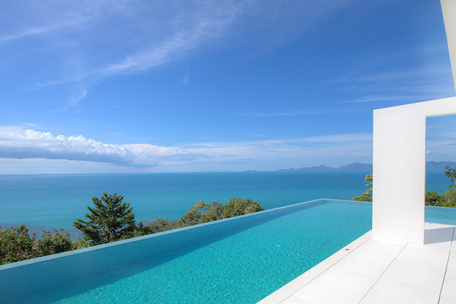 Picture of the swimming pool overlooking the ocean