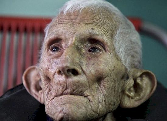 Πεθανε Παρατημενος σε ενα Γηροκομειο. Οι Νοσοκομες πιστευαν οτι Δεν ειχε κατι Μεγαλης Αξιας, μεχρι που Βρηκαν ΑΥΤΟ!