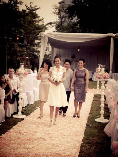 Koleksi Foto Pernikahan Vino G Bastian dan Marsha Timothy