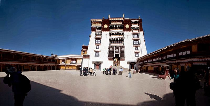 The White Palace was home to ten successive Dalai Lamas and their courts. Also located there are the offices of the Tibetan government, governmental assembly halls, and other official offices.