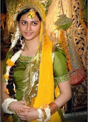 Muhlisah mehndi dresses for brides