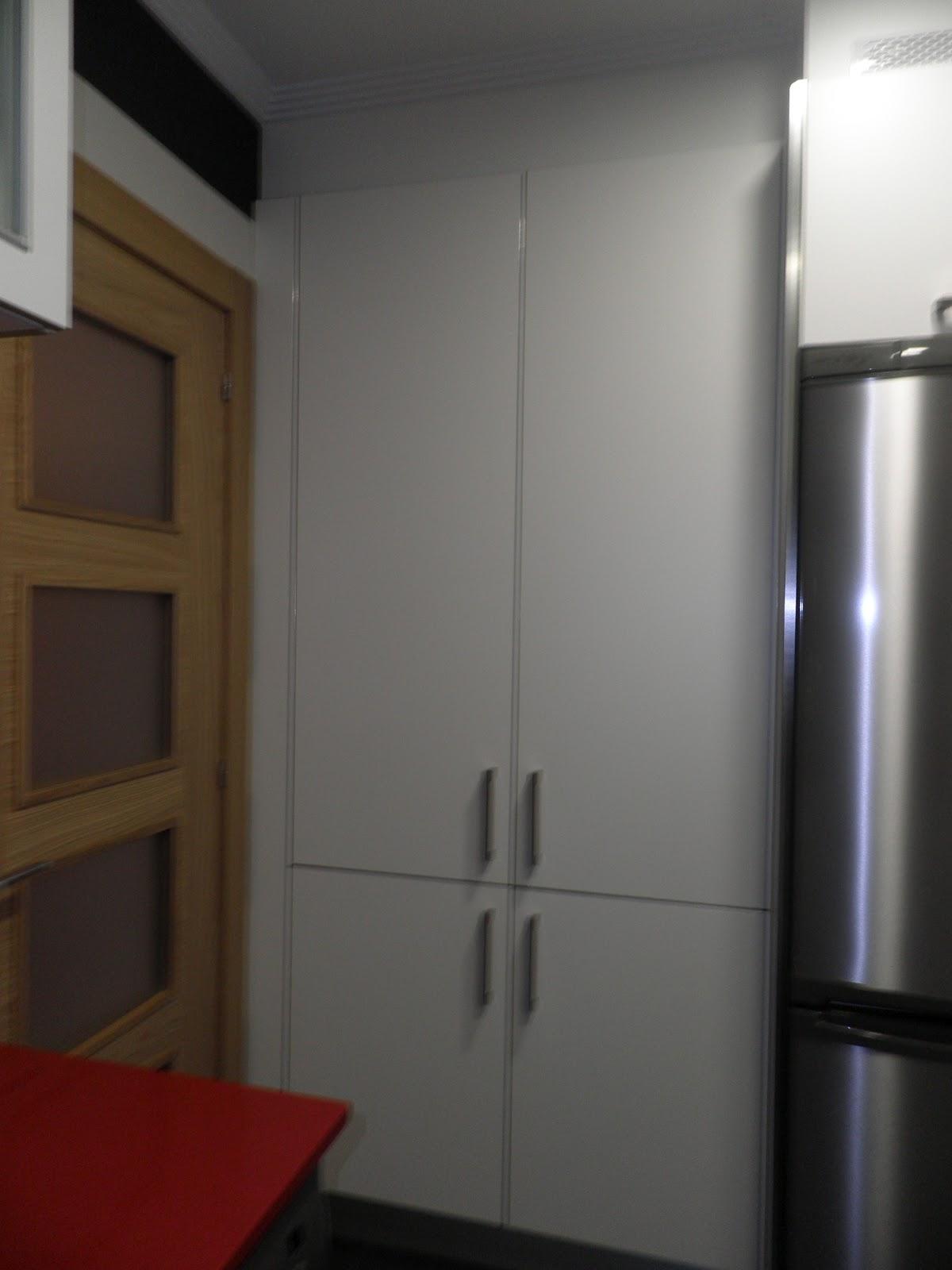 Interiorismo y decoracion lola torga dise o de una cocina - Alicatar cocina detras muebles ...