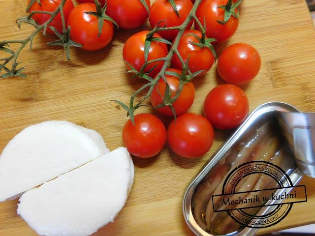 Przekąska z pomidorków koktajlowych anchois i serka koziego anszua