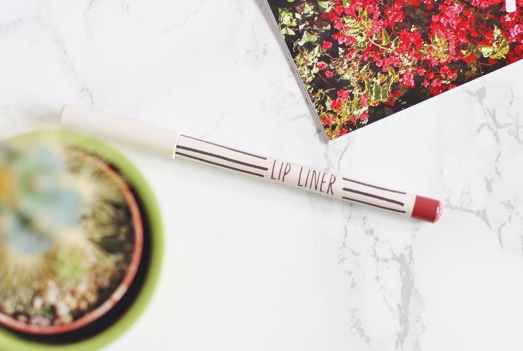 Topshop lip liner in beestung review swatch