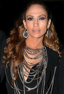 the music career and achievements of jenifer lopez During the late 1990s and early 2000s, lynda lopez was part of the vh1 crew as a vj, alongside kane and rebecca rankin in the year 2000 she interviewed her own sister jennifer, who at the time was a famous pop music star, in a special show on vh1.