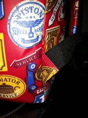 detail onder schouderbanden van rugtas