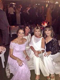 Nequi Galotti junto a sus amigas en la boda de Esmeralda Mitre.