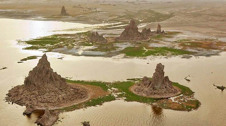 Las masivas chimeneas del Lago Abbe