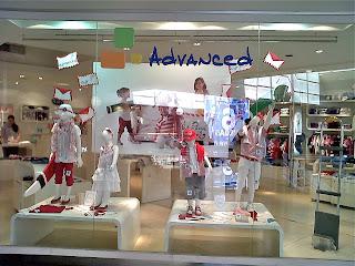 Campa a de advance ropa para ni os navidad 2010 for Decoracion de vidrieras de ropa