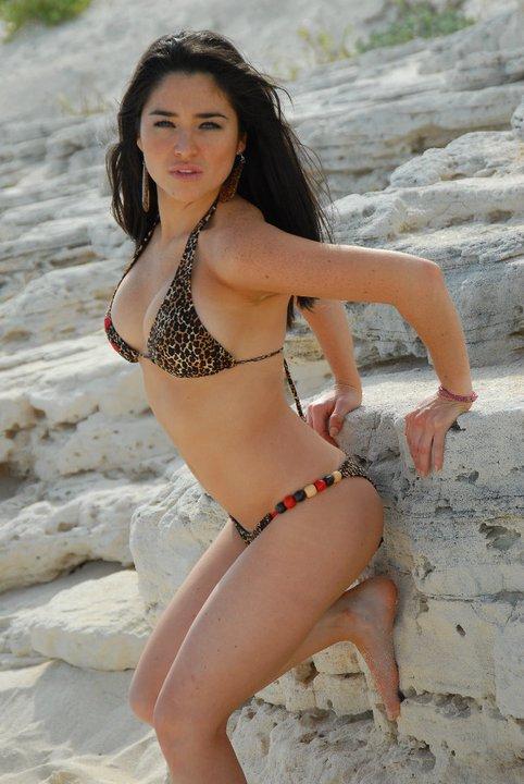 Teenager bikini tits