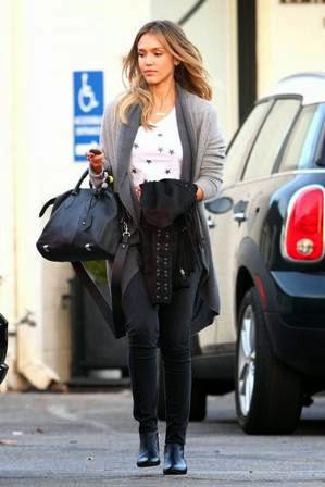 jessica alba dengan grey jeans