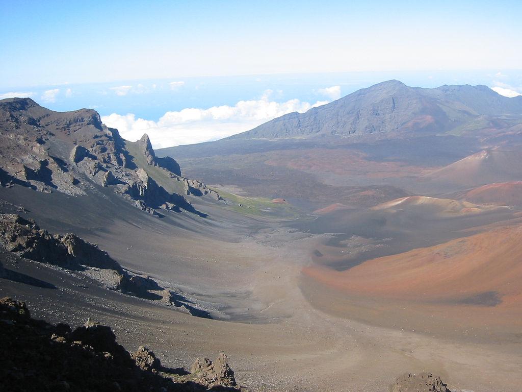 http://3.bp.blogspot.com/-pW4jUSEcAP4/Tc6ReeCNRsI/AAAAAAAAAGk/aAAgMGQcZ1w/s1600/free-wallpaper-desktop-wallpaper-Haleakala-Maui-entropy.jpg