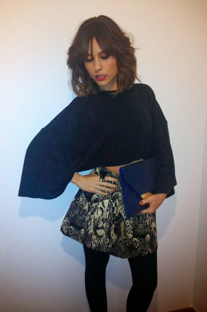 POSE, ANILLO, FALDA, TOP CROP, CLUTCH