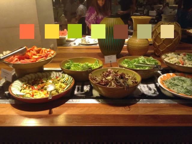 Buffet de saladas colorido