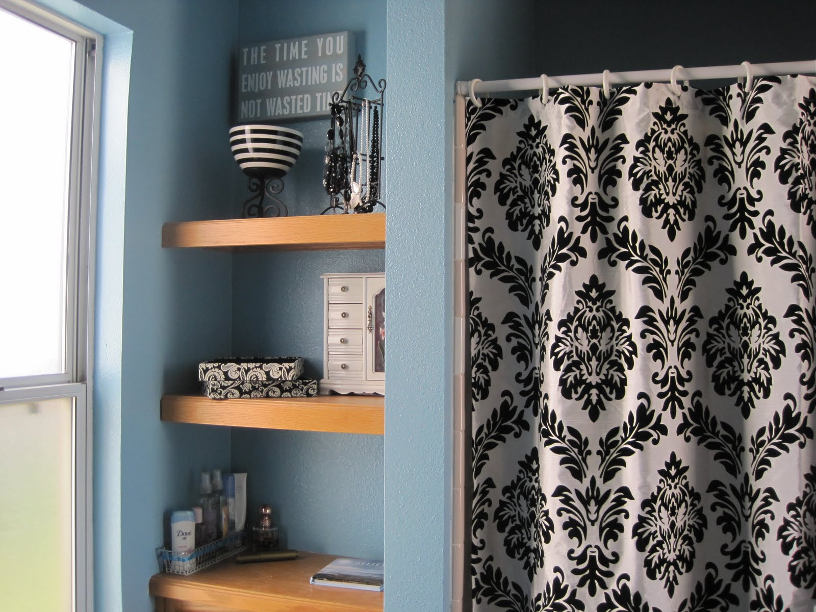 black white and blue bathroom 2017 - grasscloth wallpaper