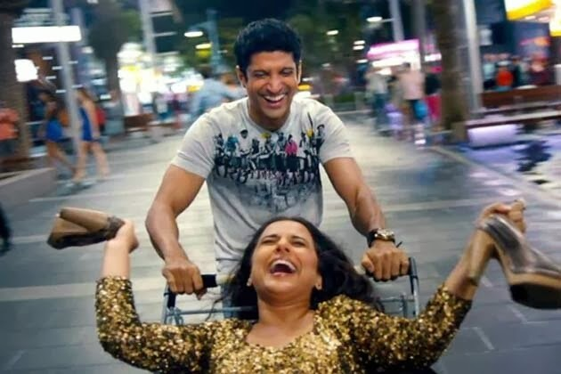 Farhan Akhtar carrying Vidya Balan in a trolley in Shadi Ke Side Effects movie still