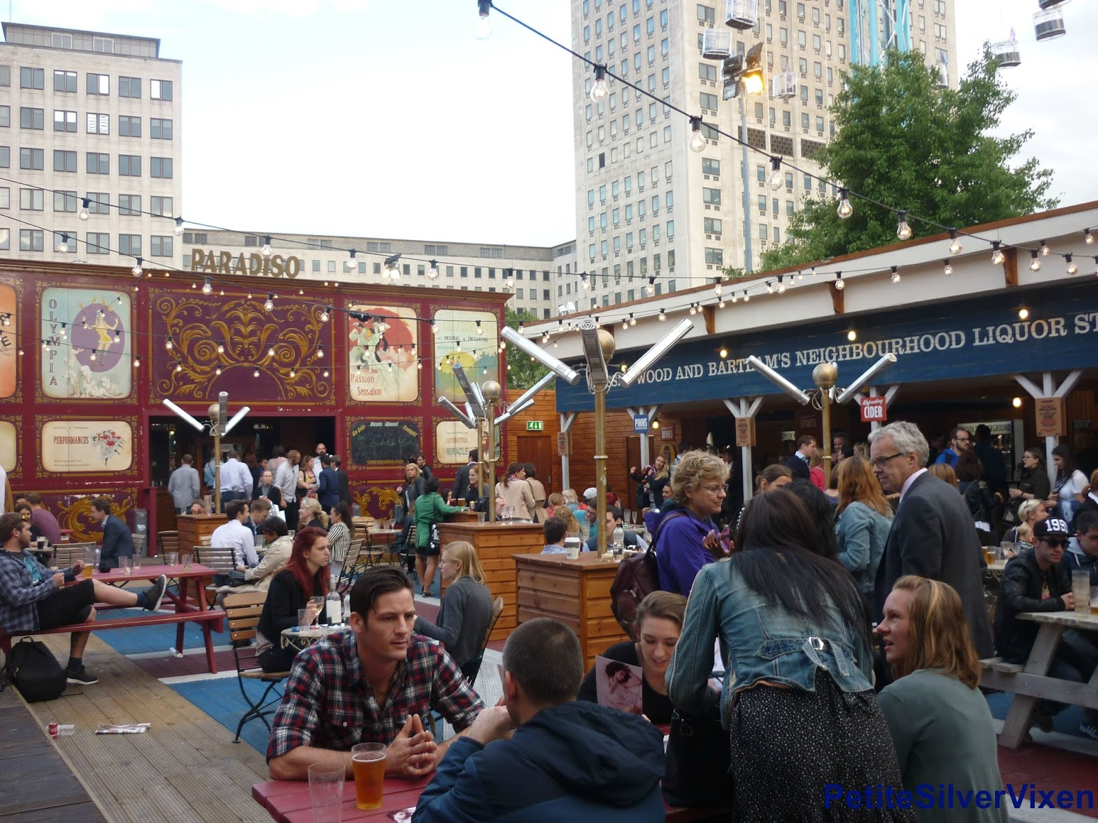 London Wondergroud Bar area | Petite Silver Vixen