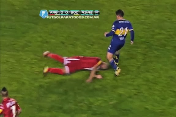 Gaspar Iñíguez dives in to tackle Cristian Erbez with his head