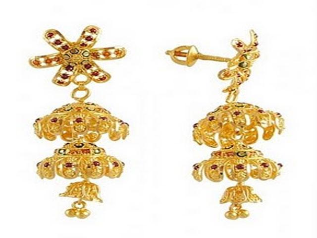 gold earrings for
