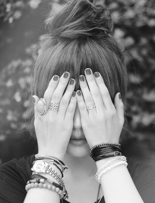 Sweet Girls Hiding Face Pictures - Dps