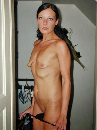 Nackt Bilder : Milf mit kleinen und leeren Möpsen   nackter arsch.com