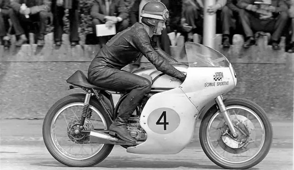 Photo Race d'époque  - Page 3 Mike+norton
