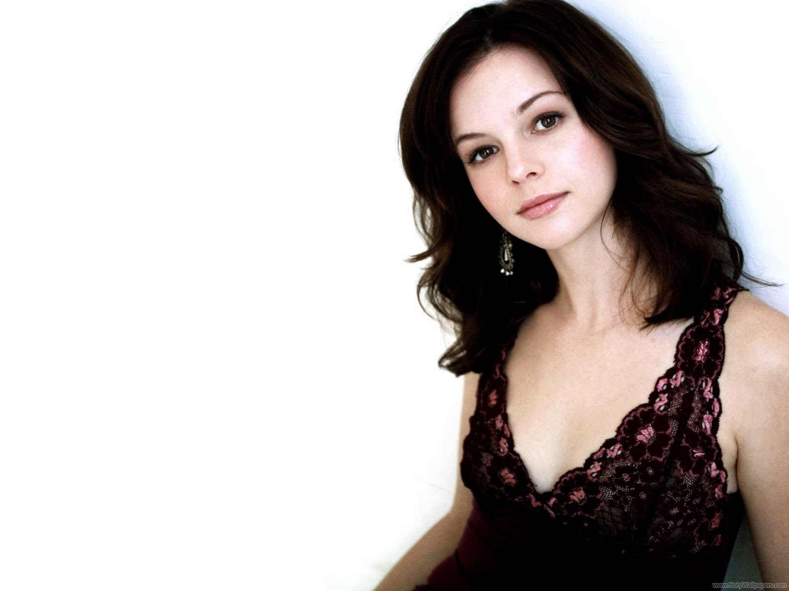 http://3.bp.blogspot.com/-pXCebobnJLU/Tvx693mVmeI/AAAAAAAABgM/IL9M6xYTDfk/s1600/hollywood_actress_amber_tamblyn_desktop_wallpaper-1440x1280-07.jpg