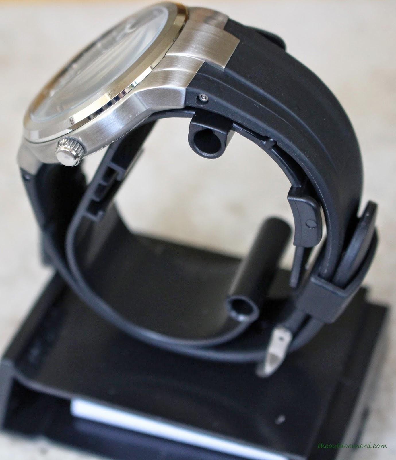 Casio Men's EF305-1AV Edifice Build Quality 2