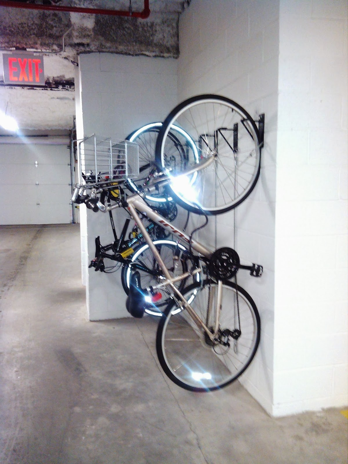 wall mount bike brackets nyc nyc bike room solutions free bike room layouts wall mount bike. Black Bedroom Furniture Sets. Home Design Ideas