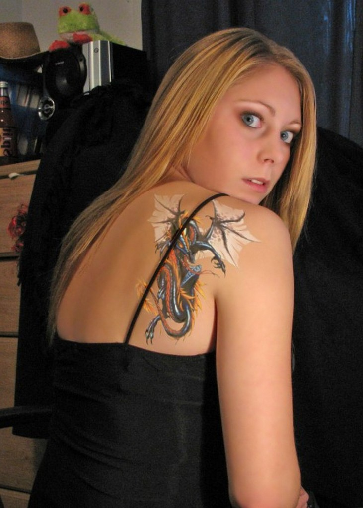 Tattoo art styles tattoo designs for girls on shoulder for Woman with tattoos