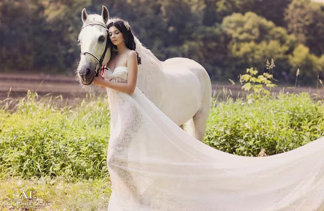нежный образ лошадь