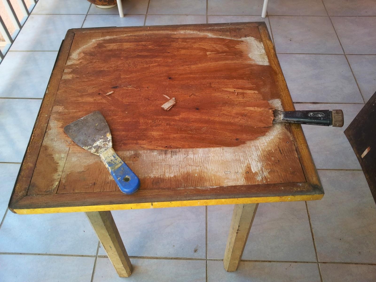 Depois de tudo retirado chegou a hora de aplicar massa de madeira para  #9A5C31 1600x1200